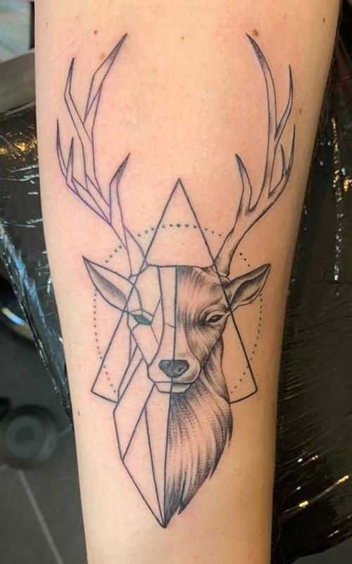 Over ons, Aaron Lucassen, Tattoo shop, Quality Tattoo, Private Studio, Almelo, Tattoo shop Almelo, ervaren tattoo artist, Twente, Overijssel, tattoo, tatoeage, alle stijlen, veelzijdig, hygiënisch, professioneel, jarenlange ervaring, GGD gecertificeerd, geometerische tattoo's, abstracte tatoeage,