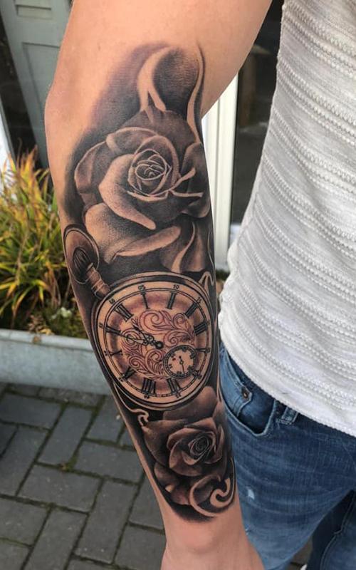 Aaron Lucassen, Tattoo shop, Quality Tattoo, Private Studio, Almelo, Tattoo shop Almelo, ervaren tattoo artist, Twente, Overijssel, tattoo, tatoeage, alle stijlen, veelzijdig, hygiënisch, professioneel, jarenlange ervaring, GGD gecertificeerd, schaduw tattoo, klok met rozen tattoo